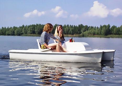 На міському озері, люди які беруть на прокат човни, масово порушують правила безпеки під час їхньої експлуатації
